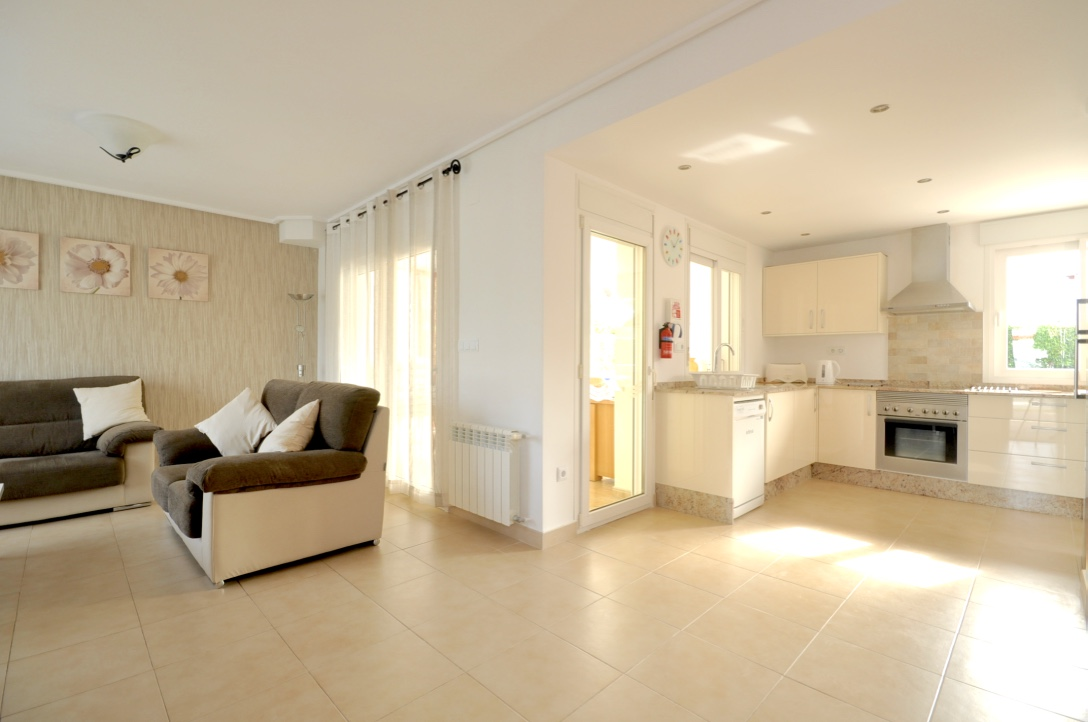 Great 3 bed villa with fab new kitchen...